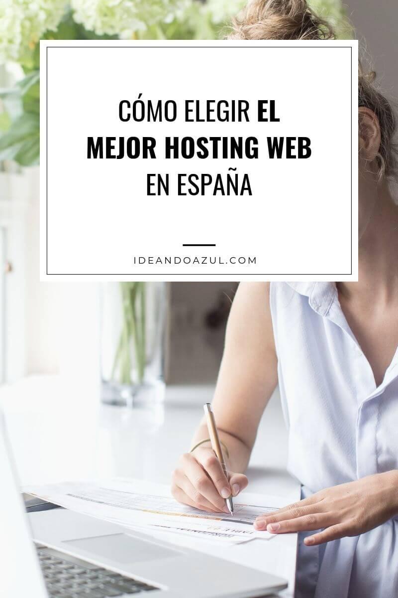 chica contratando el mejor hosting web